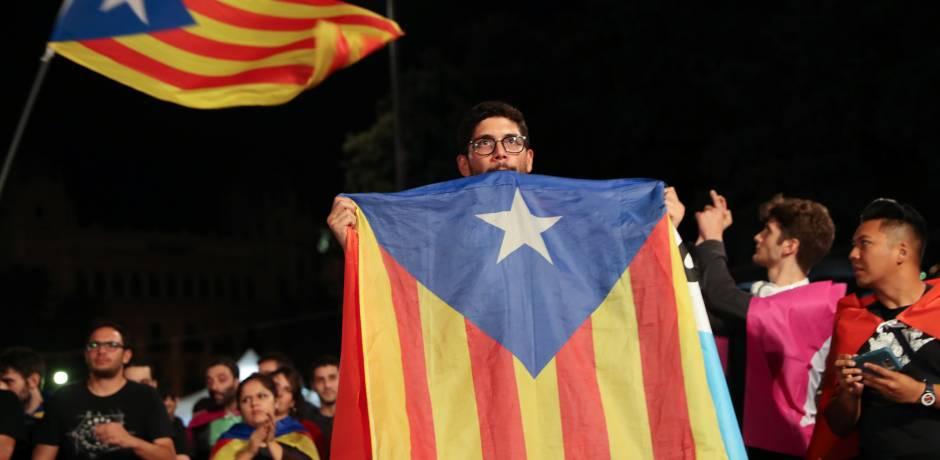 مدريد تهدد بتولي مسؤولية حفظ النظام في كاتالونيا
