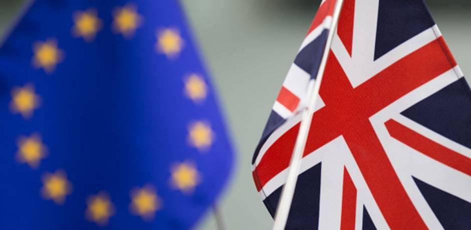 """Brexit: """"tous les efforts"""" doivent être faits d'ici le vote britannique (Juncker)"""