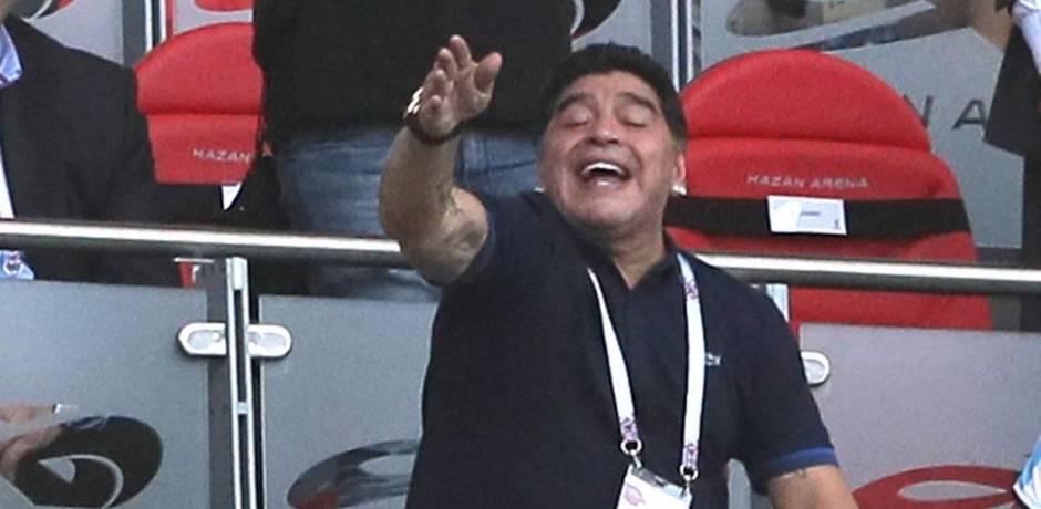 خروج مارادونا من المستشفى بعد إصابته بنزيف داخلي