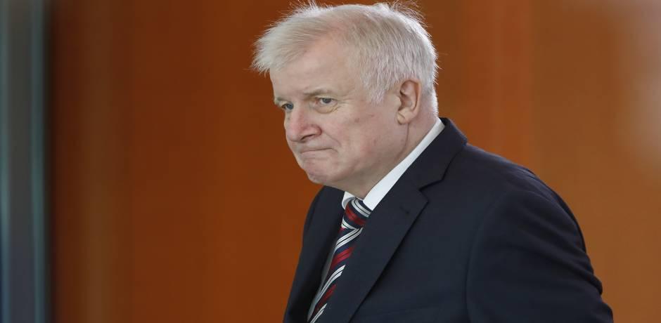 وزير الداخلية الألماني يدعو الى تعزيز الحوار مع المسلمين في ألمانيا