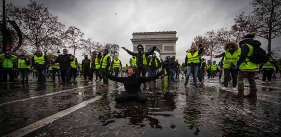 """احتجاجات فرنسا .. سجن اثنين من أَصحاب """"السترات الصفراء"""""""