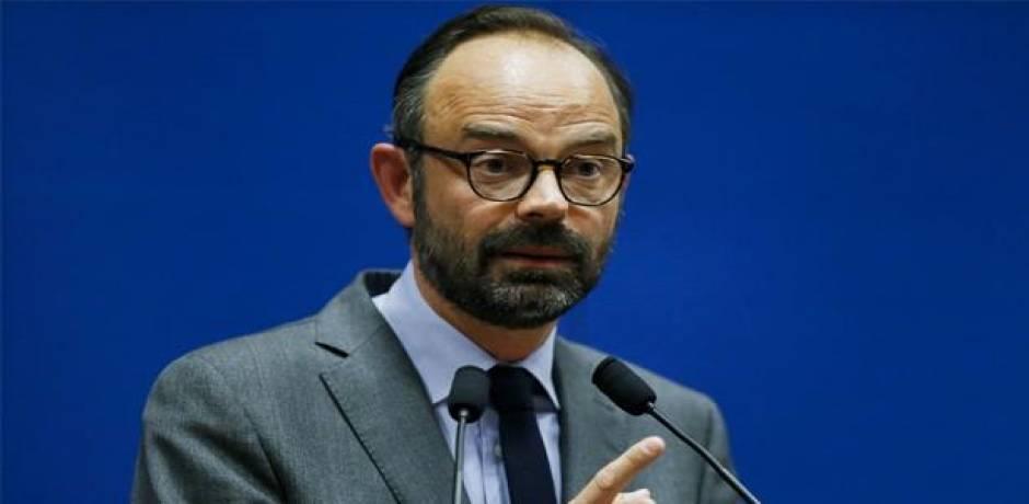 رئيس الحكومة الفرنسية سيعلن تعليق زيادة الضرائب على الوقود