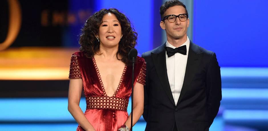 """الممثلة ساندرا أوه والممثل آندي سامبرج يقدمان حفل جوائز """"غولدن غلوب"""""""
