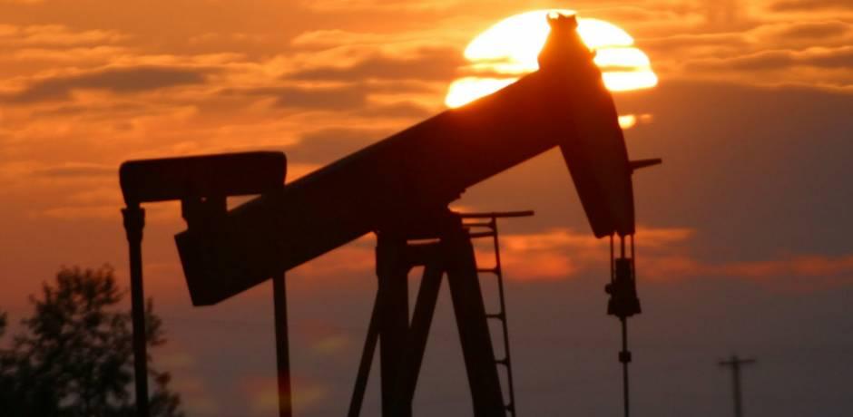 صعود أسعار النفط بأكثر من واحد في المائة لكنها تتجه لأول هبوط سنوي منذ 2015
