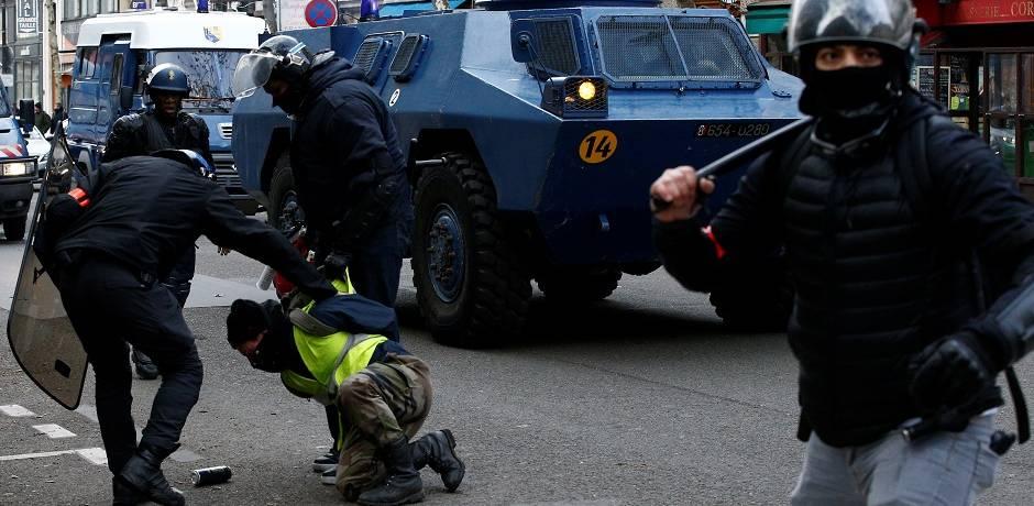 """احتجاجات """"السترات الصفراء""""..  اعتقال 1385 شخصا واصابة 118 آخرين بجروح"""