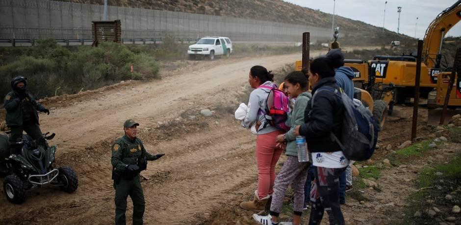 وفاة طفلة محتجزة في الولايات المتحدة يذكر بمأساة الأطفال المهاجرين