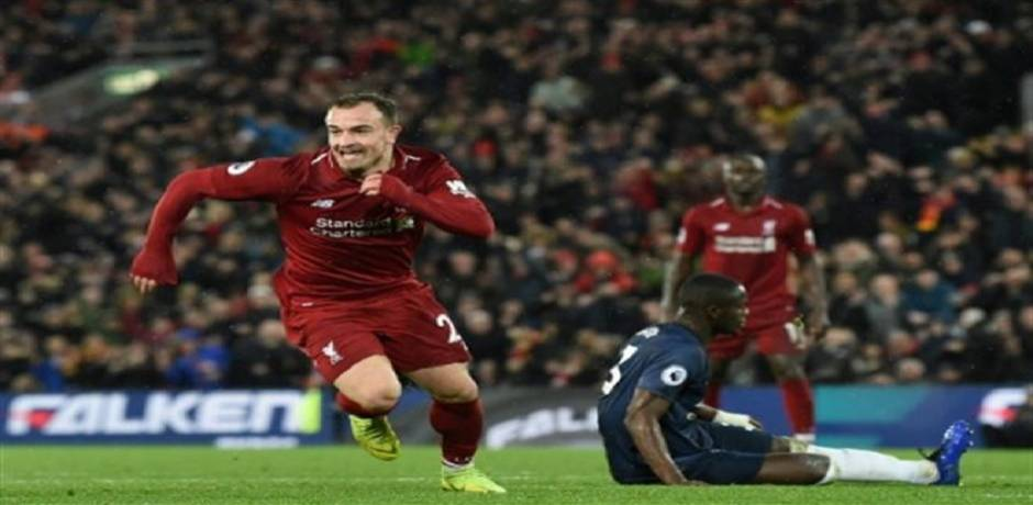 Angleterre: Liverpool bat Manchester United 3-1 et reprend la tête