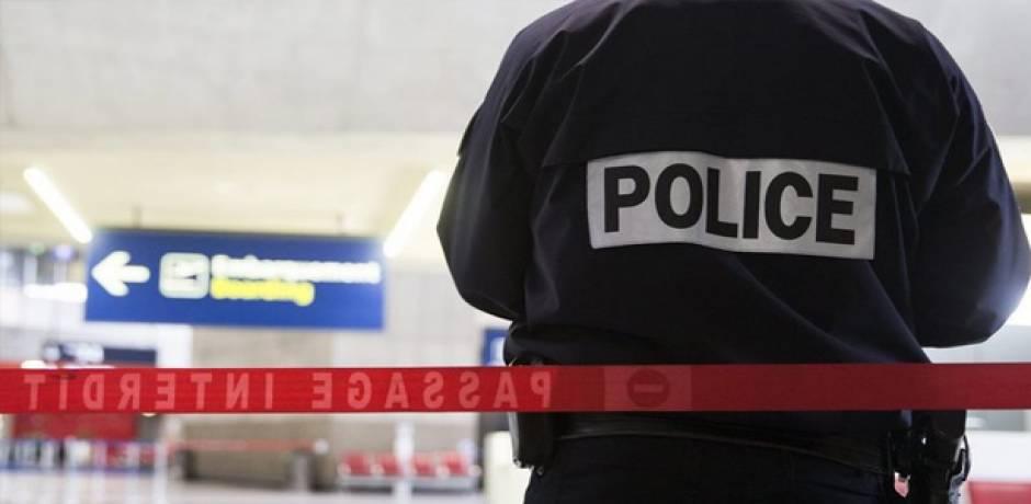 شخصان يحملان أسلحة مزيفة يثيران الهلع في مطار شارل ديغول بباريس