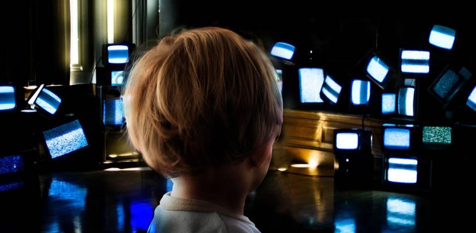 فرنسا: دراسة تحذر من تعرض الأطفال المفرط للشاشات