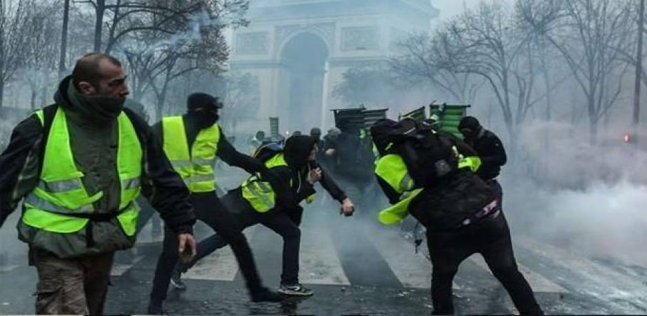 """صدامات بين """"السترات الصفراء"""" وقوى الأمن في باريس"""