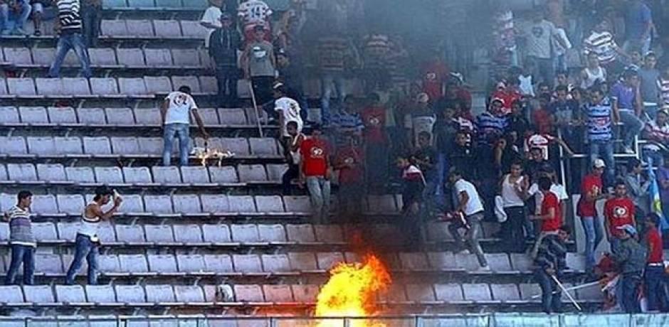"""أحداث عنف """"دموية"""" تفسد المشهد الكروي في الجزائر"""