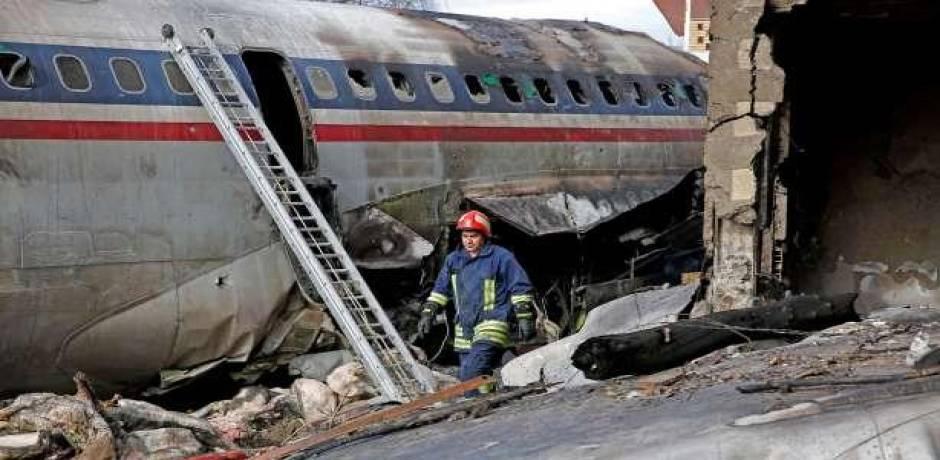 15 قتيلا في تحطم طائرة شحن في إيران