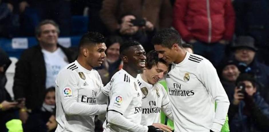 ريال مدريد يثأر من إشبيلية بثنائية متأخرة
