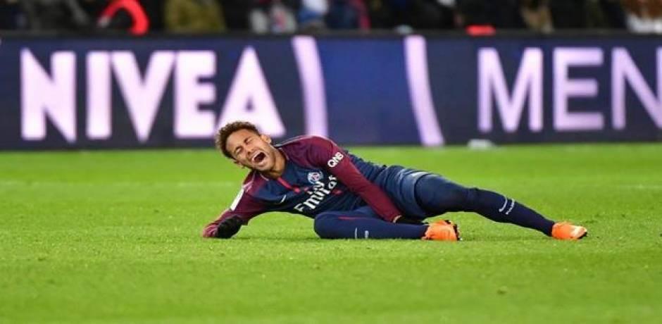 هل تبعد الإصابة نيمار عن قمة مانشستر يونايتد في دوري الأبطال؟