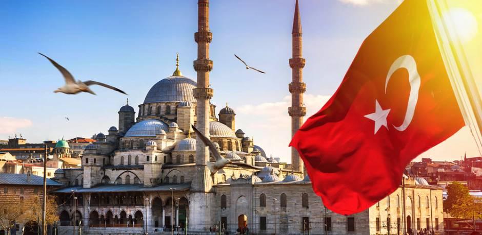 إضاءة معالم إسطنبول باللونين الأزرق والبرتقالي في اليوم العالمي للسرطان