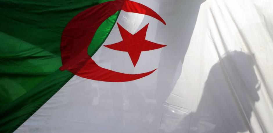 حزب جزائري: النظام فقد القدرة على إعادة تجديد نفسه!
