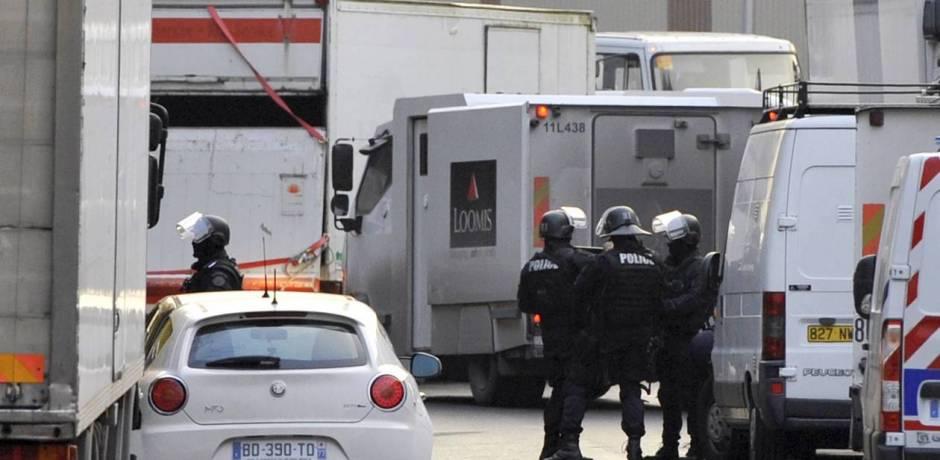 اختفاء سيارة لنقل الاموال تحمل ثلاثة ملايين أورو بضواحي باريس