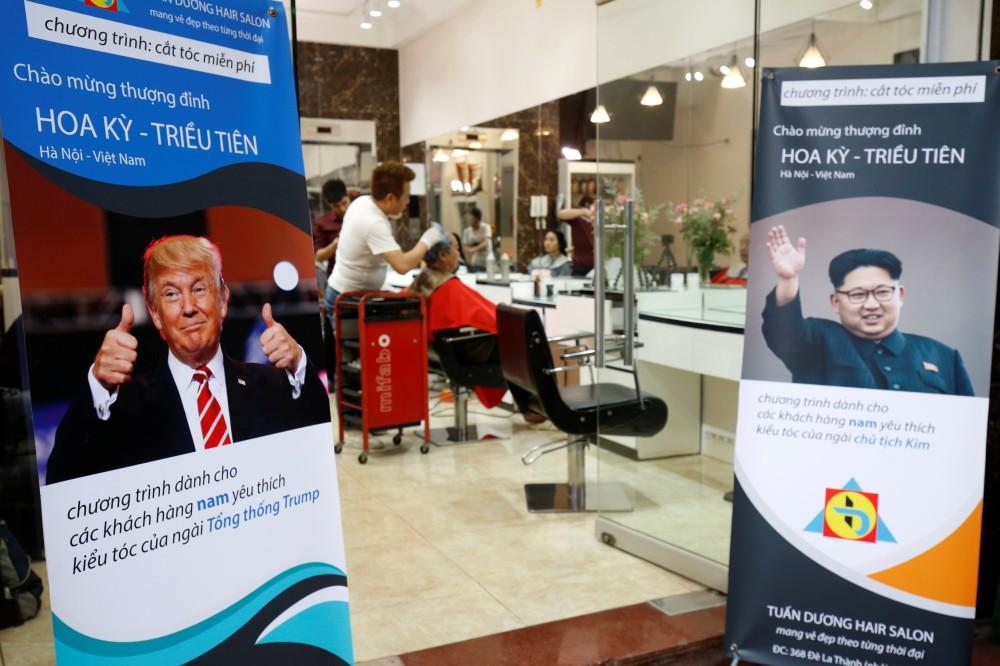 مصفف شعر فيتنامي يقدم لزبائنه تصفيفة ترامب وكيم مجانا