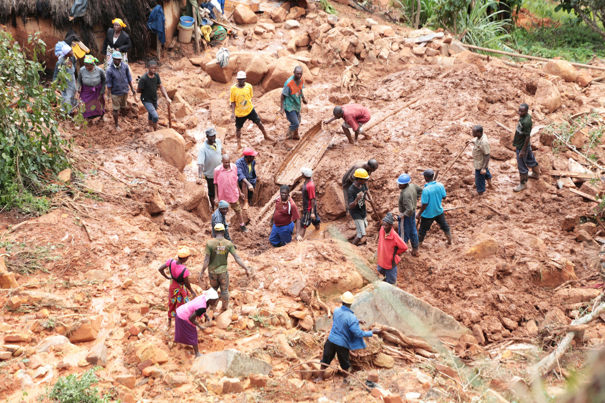 """زيمبابوي تعلن حدادا وطنيا ليومين بعد وفاة 139 شخصا جراء إعصار """"إيداي"""""""