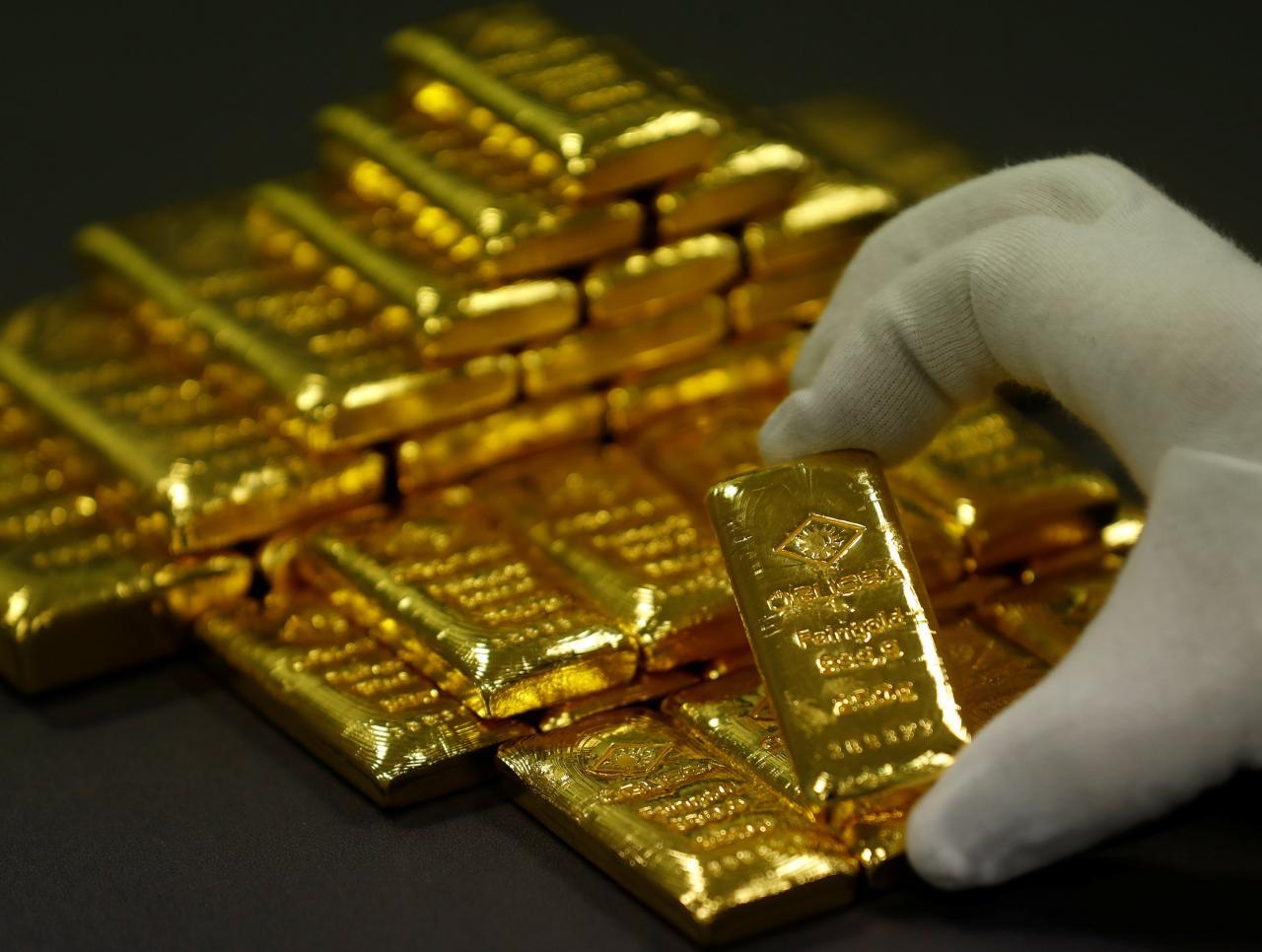 أسعار الذهب تستقر في ظل ارتفاع الدولار