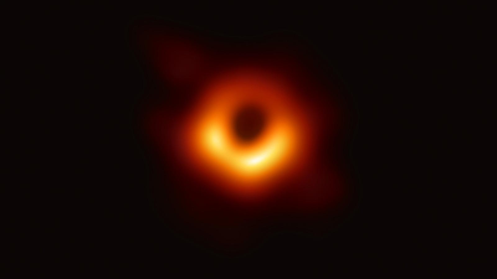 إنجاز علمي غير مسبوق.. الكشف عن أول صورة لثقب أسود