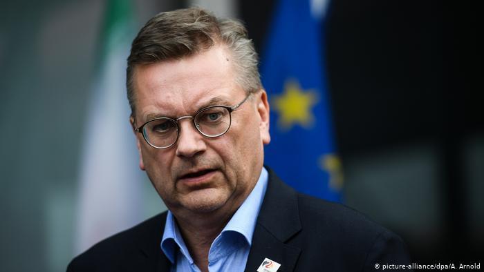 رئيس الاتحاد الألماني لكرة القدم يقدم استقالته