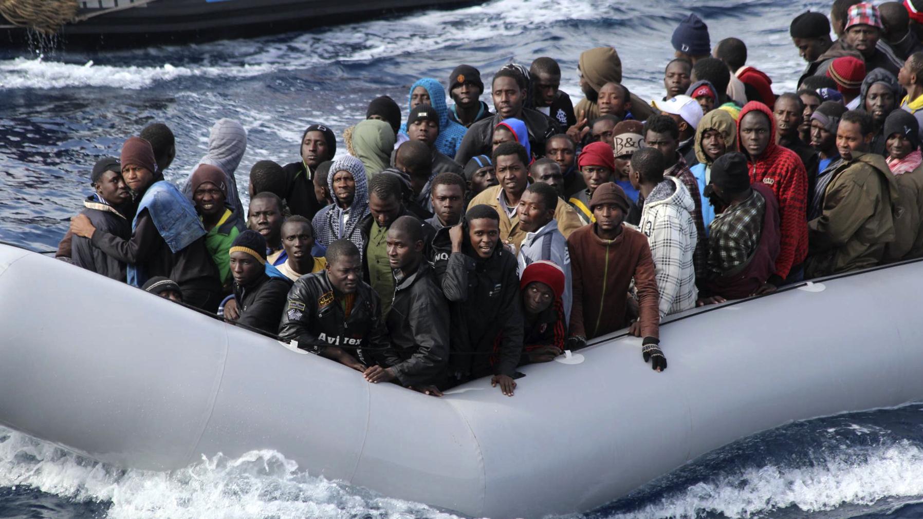 منظمة ألمانية تنقذ 64 مهاجرا قبالة ليبيا