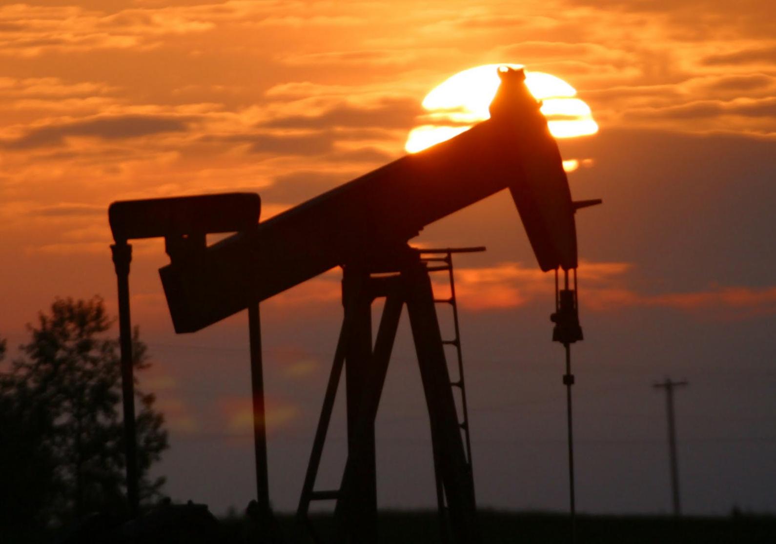 أداء متباين لأسعار النفط وسط تصاعد الاضطرابات الجيوسياسية
