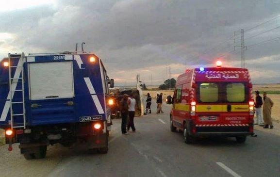 تونس.. مقتل خمسة أشخاص في حادث انقلاب حافلة وسط غرب البلاد