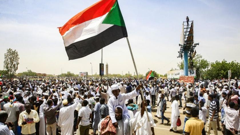 """واشنطن تؤيد """"المطالبة الشرعية"""" بحكومة مدنية في السودان"""
