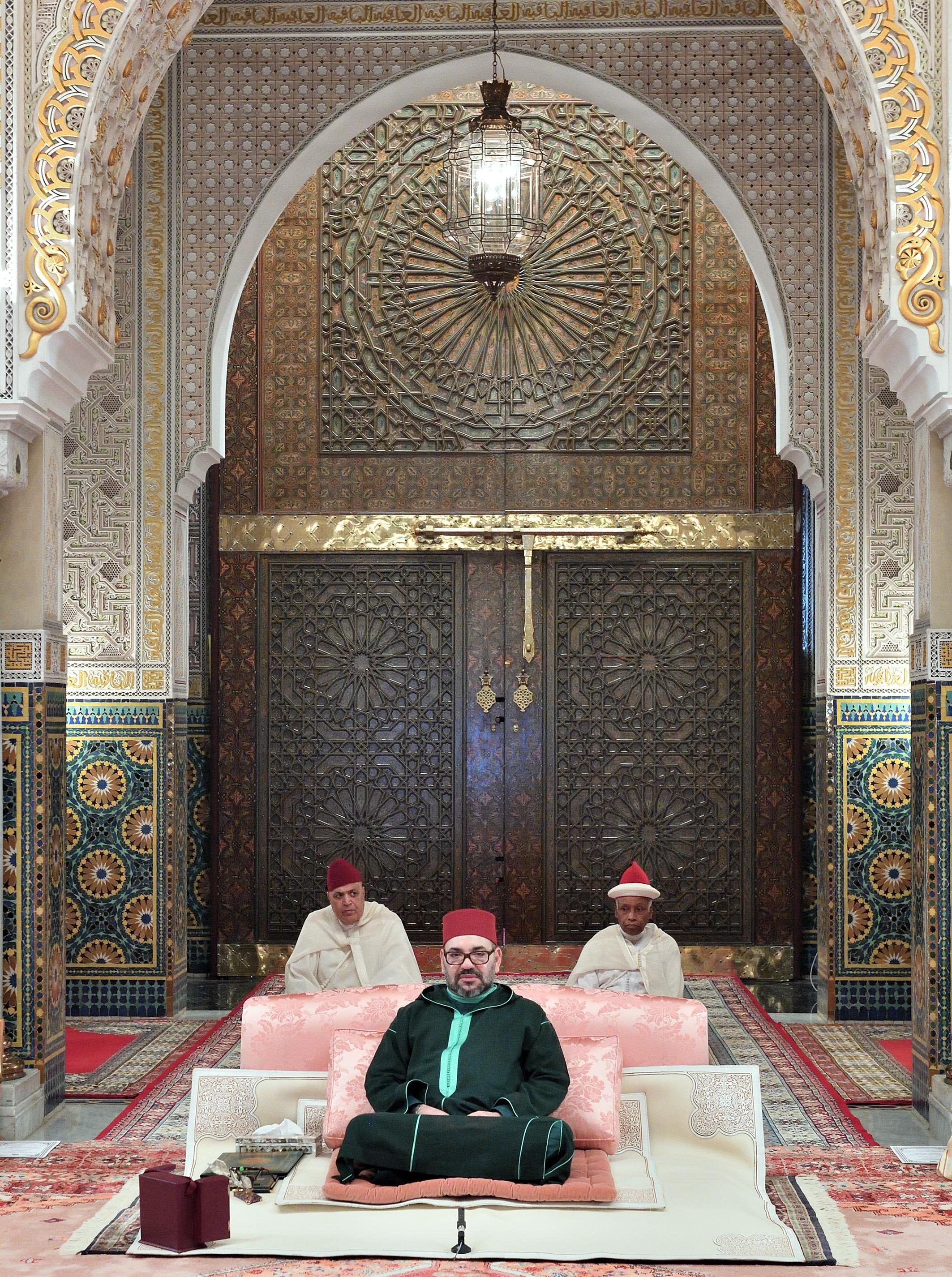 أمير المؤمنين يترأس الدرس الخامس من سلسلة الدروس الحسنية الرمضانية