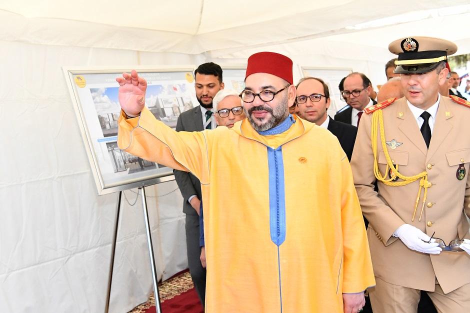"""الملك محمد السادس يترأس حفل تدشين المنظومة الصناعية لمجموعة """"بي إس أ"""" بالمغرب"""
