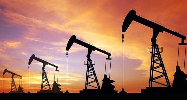 أسعار النفط تتراجع بفعل بيانات اقتصادية صينية مخيبة للتوقعات