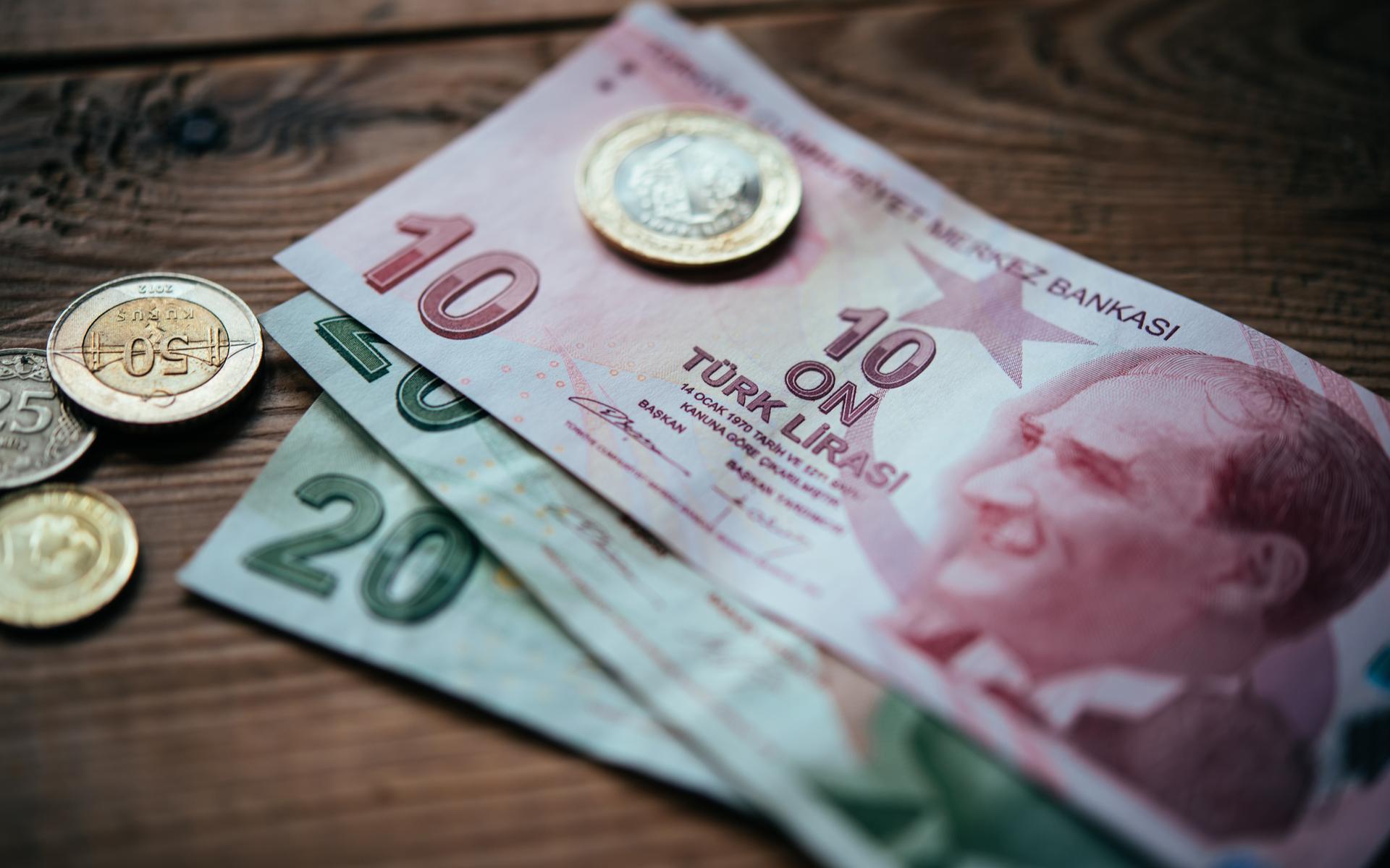 الليرة التركية عند أدنى مستوى لها منذ 7 أشهر