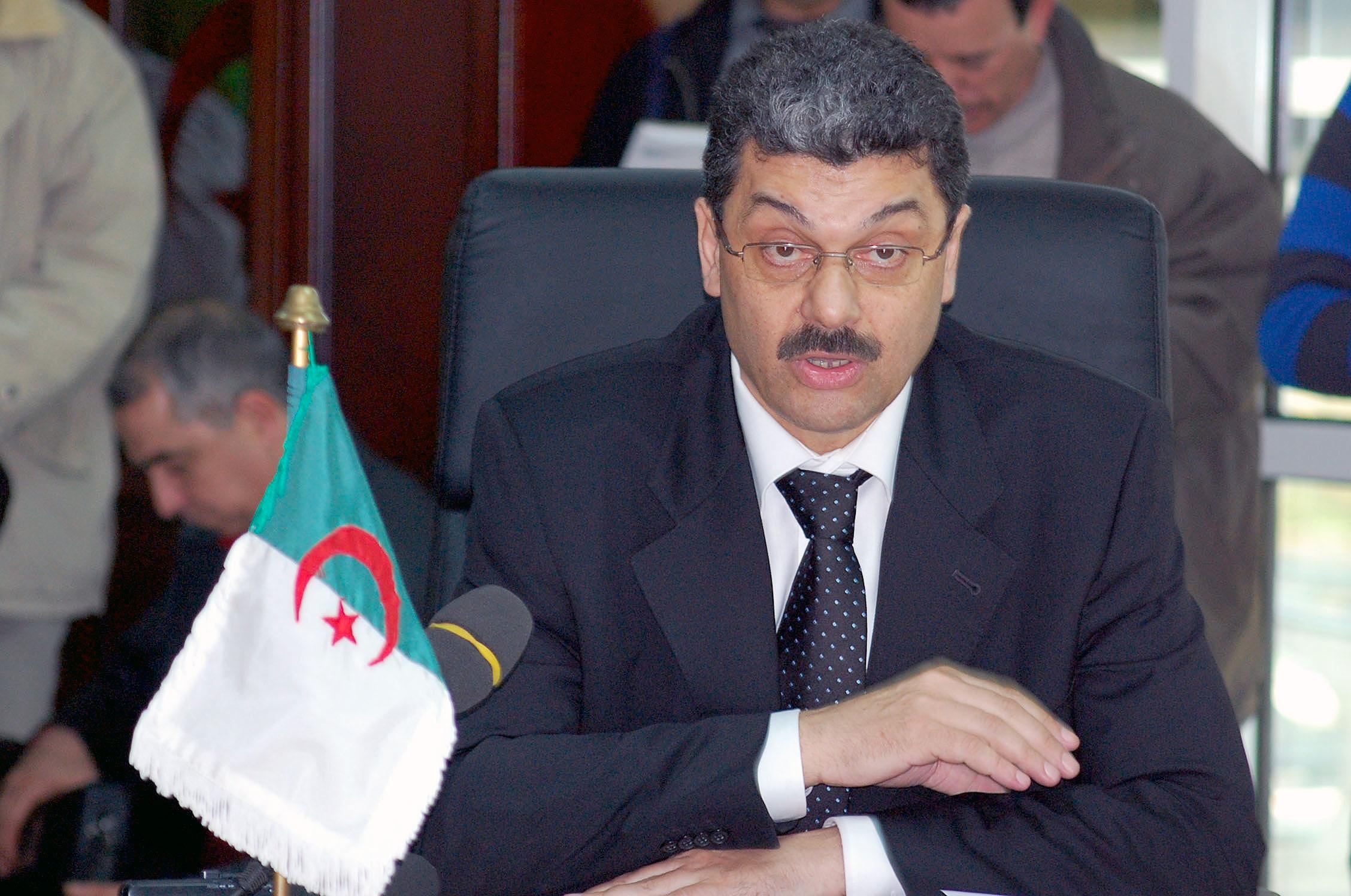 المحكمة العليا بالجزائر تأمر بوضع وزير مالية أسبق تحت الرقابة القضائية