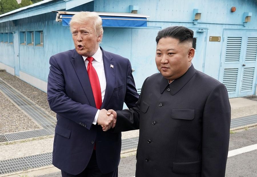 انتهاء اللقاء بين ترامب وكيم