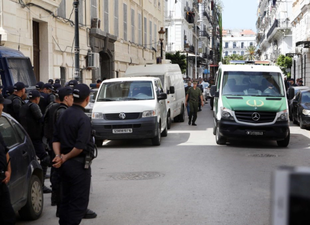 Affaire Tahkout en Algérie: des responsables poursuivis