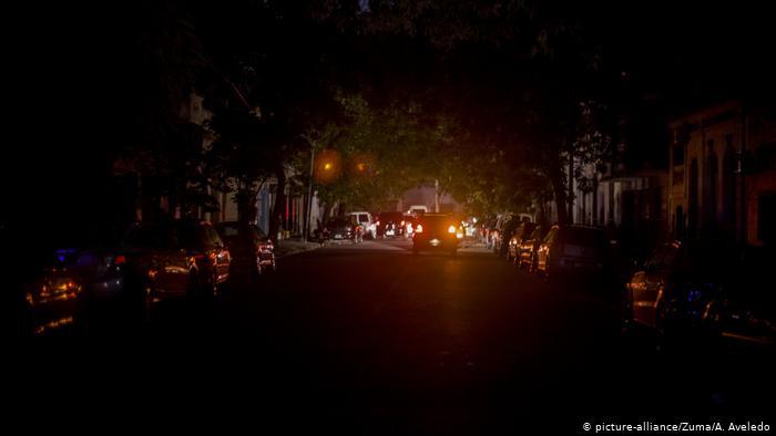 انقطاع شامل للتيار الكهربائي بالأرجنتين والأوروغواي بسبب عطل كبير تعرضت له شبكة التوزيع