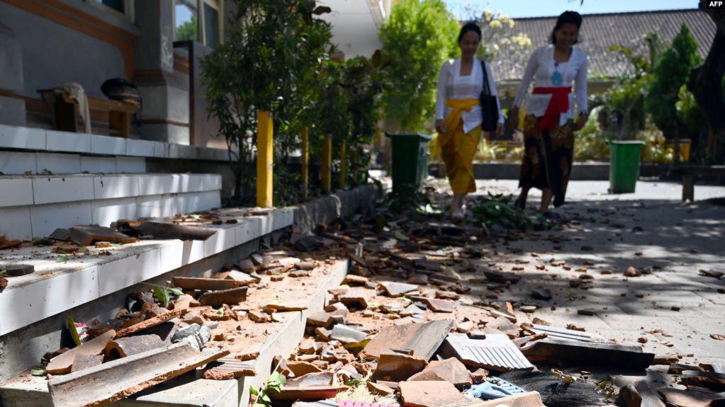 زلزال في بالي يسبب ذعرا وأضرارا طفيفة