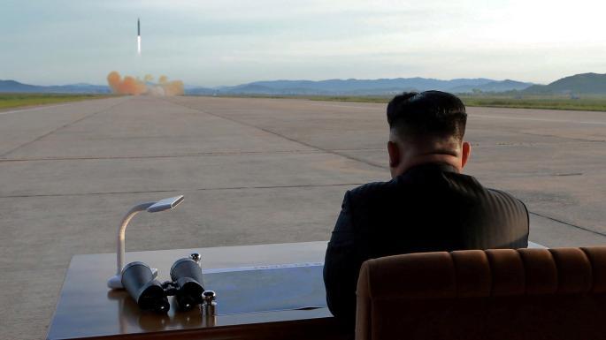زعيم كوريا الشمالية يشرف على تجربة اطلاق صواريخ بواسطة نظام جديد