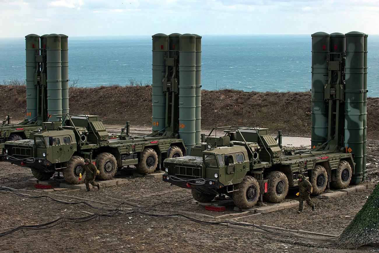 """الحلف الأطلسي يعبر عن """"القلق"""" بعد إعلان تركيا بدء تسلمها منظومة صواريخ إس-400 الروسية"""