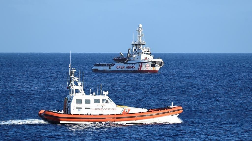 ست دول أوروبية تبدي استعدادها لاستقبال مهاجرين عالقين على متن سفينة إنقاذ في المتوسط