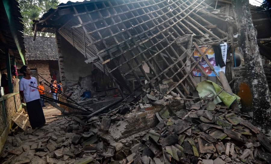 مصرع شخص وإصابة آخرين بعد زلزال قوي ضرب جزيرة سومطرة الإندونيسية