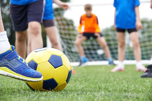 """""""رياضة ودراسة""""..برنامج لموازنة التحصيل الدراسي والميول الرياضي لدى التلاميذ"""