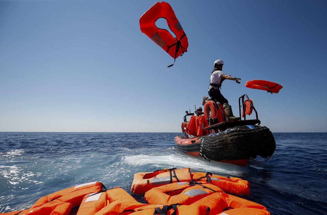 تونس.. إنقاذ 9 أشخاص وانتشال جثتين وتواصل البحث عن مفقودين آخرين في غرق مركب للهجرة السرية