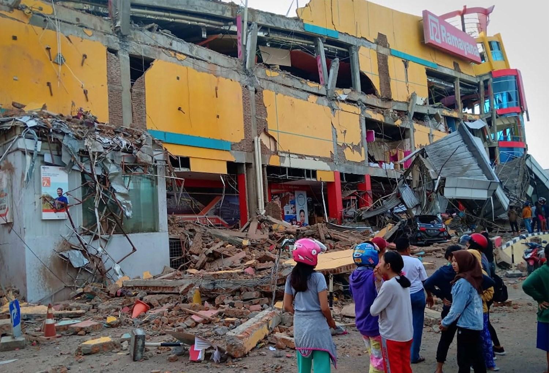مقتل 6 أشخاص على الأقل جراء زلزال ضرب إندونيسيا