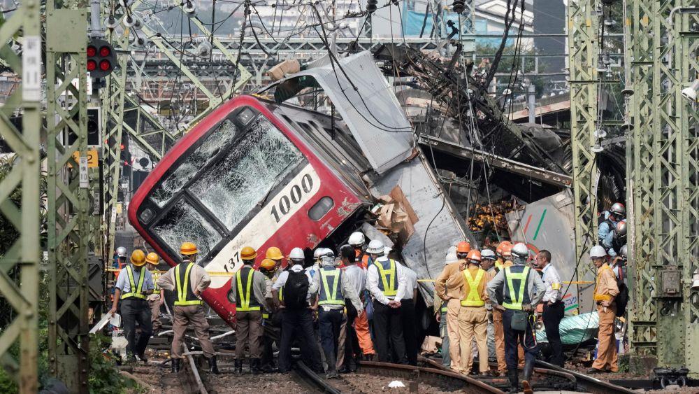 إصابة أكثر من 30 شخصا في اصطدام قطار بشاحنة في اليابان