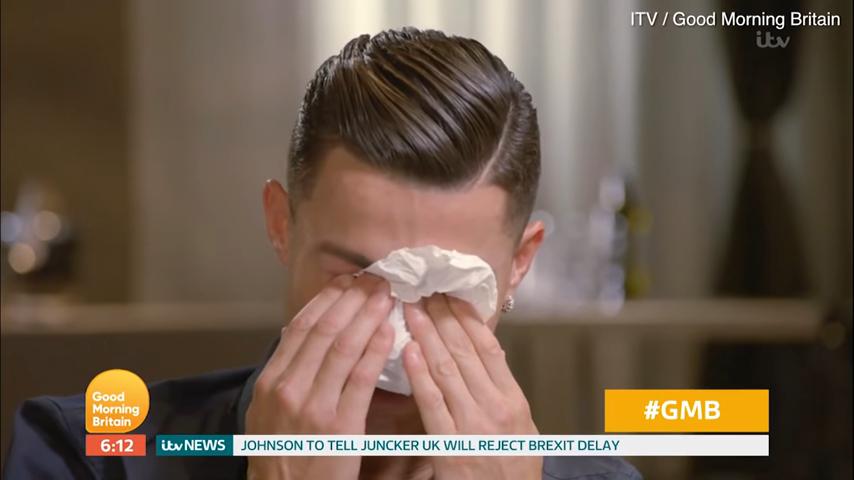 رونالدو يدخل في موجة بكاء بعد مشاهدته لمقطع فيديو