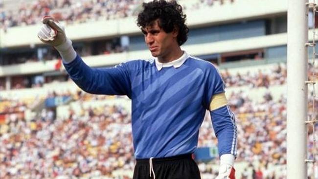 مايوركا الإسباني يكرم نجمه السابق بادو الزاكي إلى جانب أساطير النادي