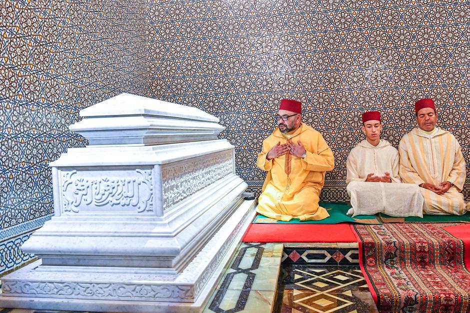 أمير المؤمنين يترأس حفلا دينيا إحياء للذكرى الواحدة والعشرين لوفاة المغفور له الملك الحسن الثاني